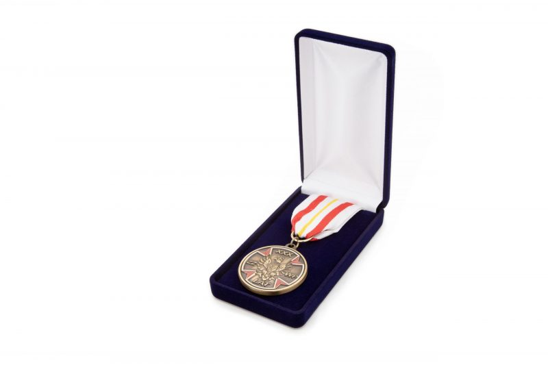 Etui flokowane na medal ze wstążką